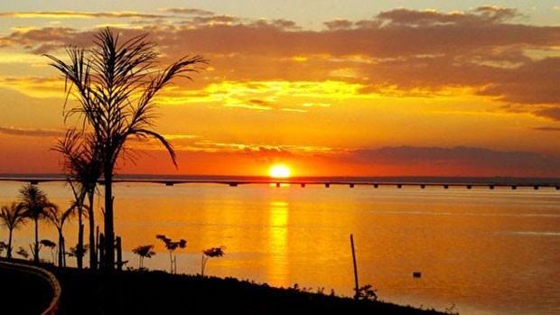 Mirante em Presidente Epitácio reserva espaço para apreciadores do 'pôr do sol mais bonito do Brasil'