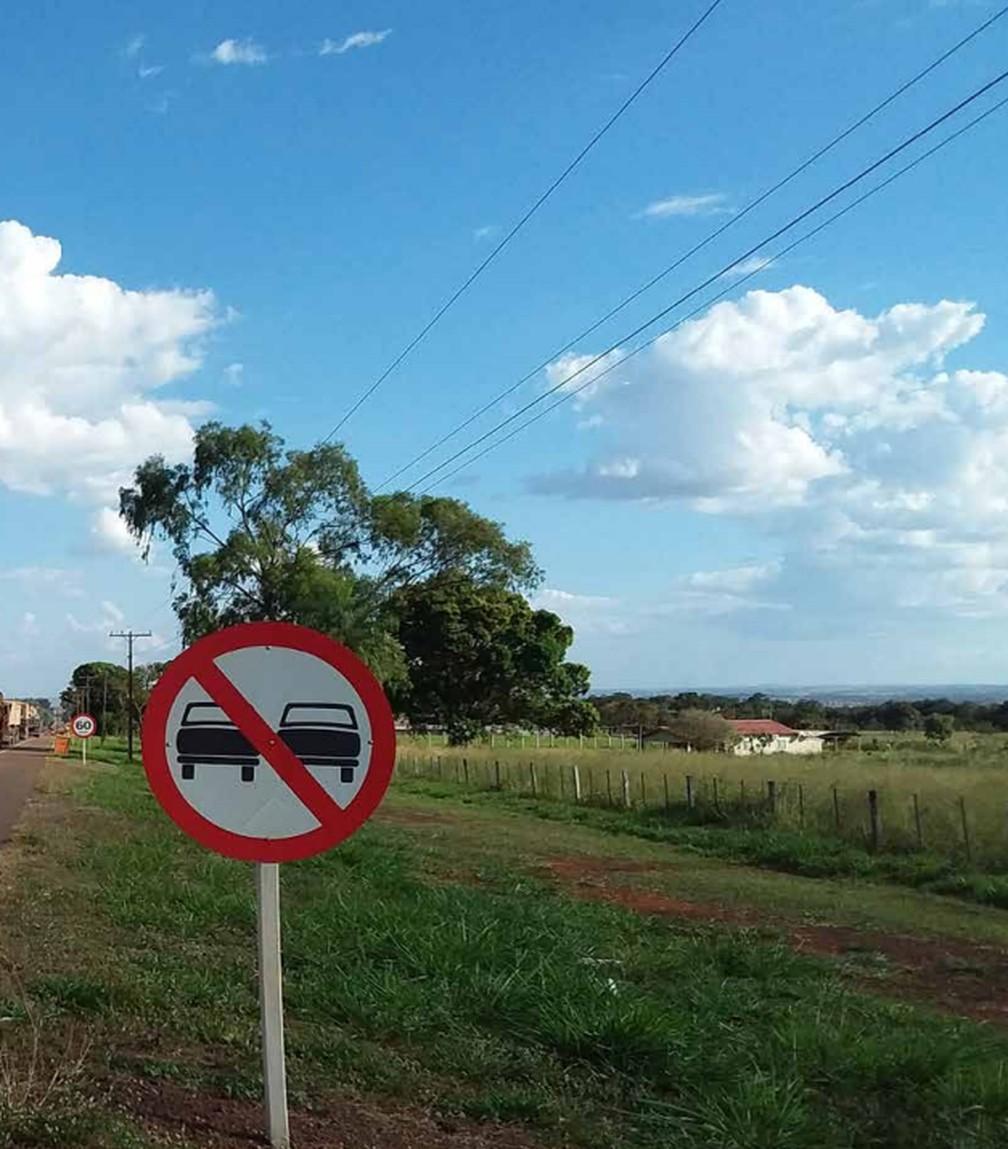 Não há sinalização considerada ótima nos corredores rodoviários que passam por MT — Foto: CNT/Reprodução