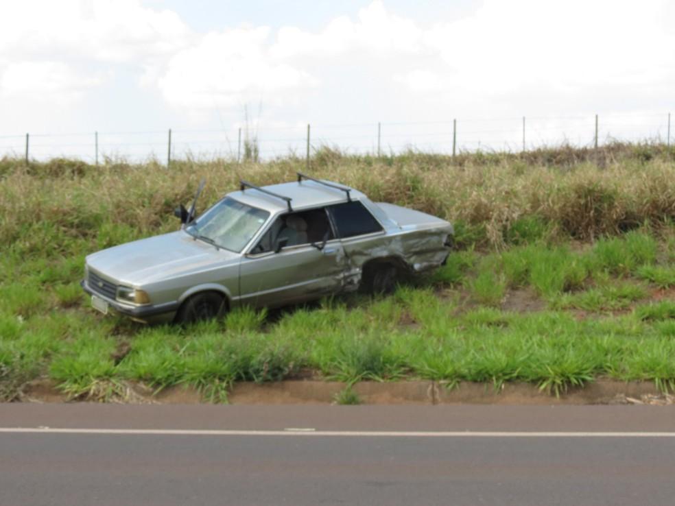 Batida envolveu dois carros em Santa Mercedes — Foto: Jorge Zanoni/Cedida