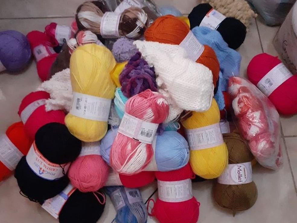 Projeto que faz perucas e toucas para crianças com câncer precisa de doação de lã e voluntários — Foto: Arquivo pessoal