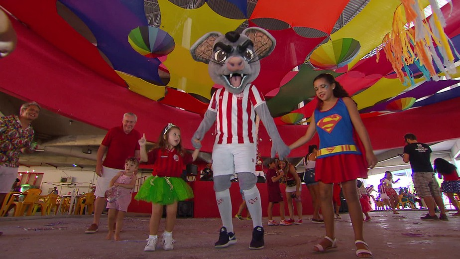 Timbu Invocado comanda carnaval de bloco tradicional do Náutico: