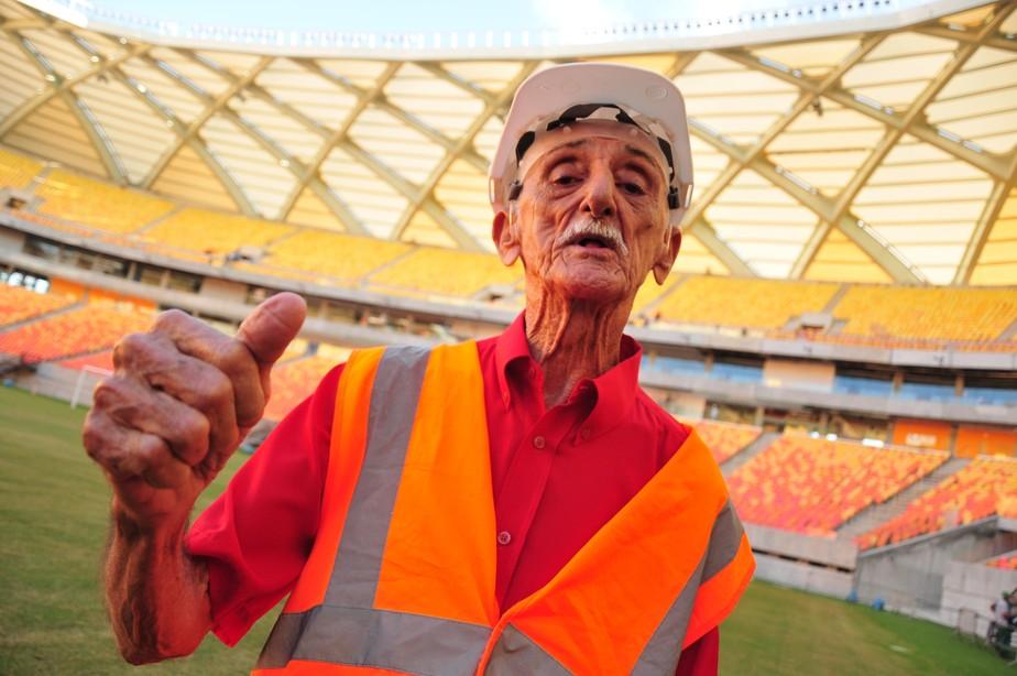 Só na memória: técnico recordista à frente de clube morre sem nome no Guinness