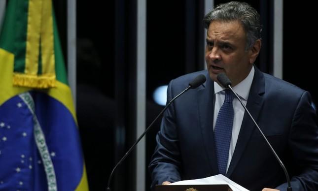 O senador Aécio Neves (PSDB-MG) retorna ao Congresso após ter sido afastado (Foto: Ailton de Freitas / Agência O Globo)