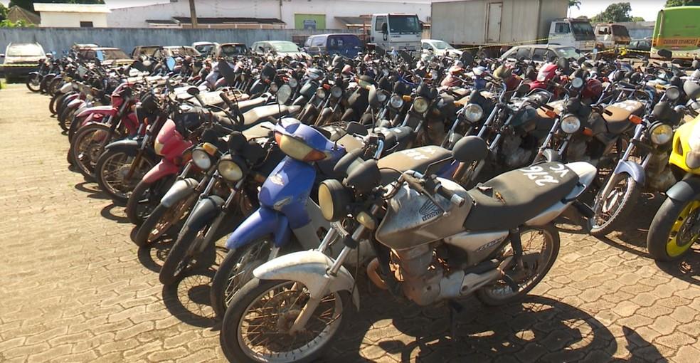 Veículos que serão leiloados têm condições de trafegabilidade, diz Detran-RO (Foto: Rede Amazônica / reprodução )