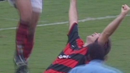 Nos 46 anos de Petkovic, recorde o gol de falta que marcou o sérvio no Brasil