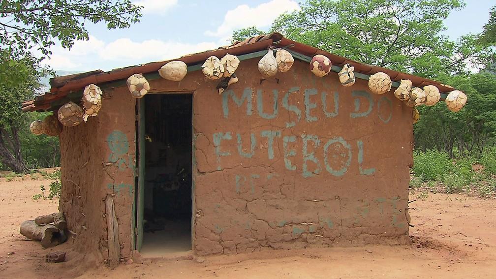 Casa de taipa que abriga o Museu do Futebol dos Bandeirantes (Foto: Reprodução)