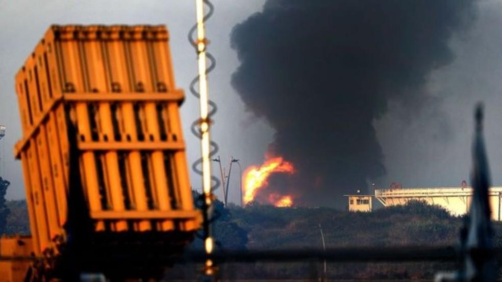 Unidades móveis e estáticas identificam mísseis que podem cair em áreas urbanas e derrubá-los no ar — Foto: Getty Images/BBC