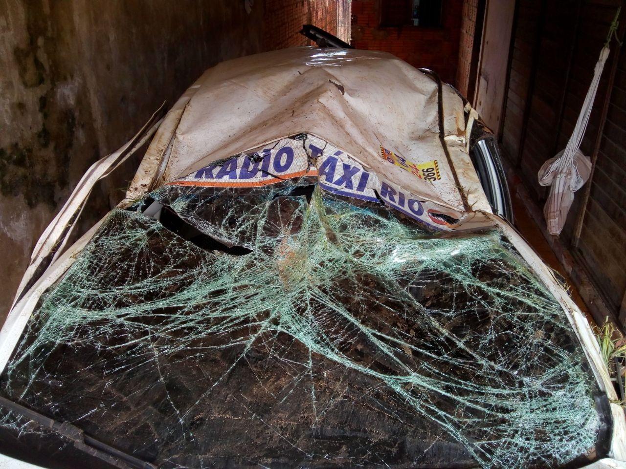 Taxista sofre tentativa de sequestro e assaltantes capotam carro durante fuga no interior do Acre