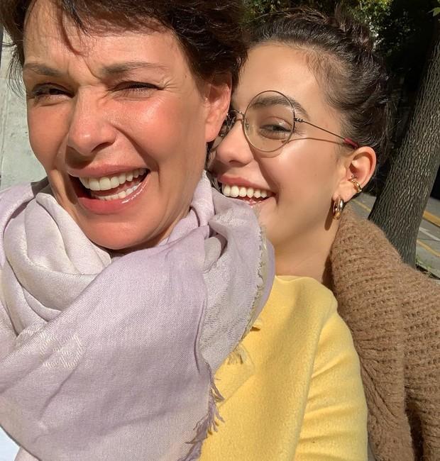 Carolina Ferraz e sua filha, Valentina (Foto: Reprodução/Instagram)