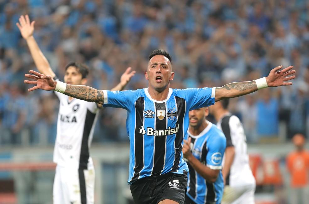 Barrios comemora gol que deu a classificação ao Grêmio: Tricolor busca o tricampeonato (Foto: EFE)