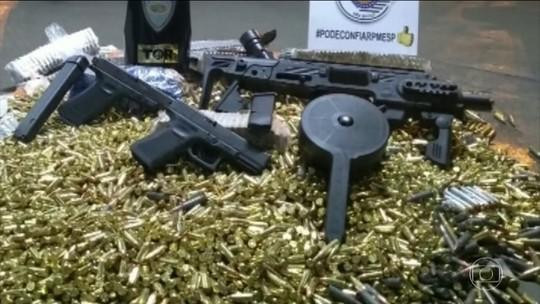 Polícia Rodoviária de São Paulo apreende armas e munições escondidas em cilindros