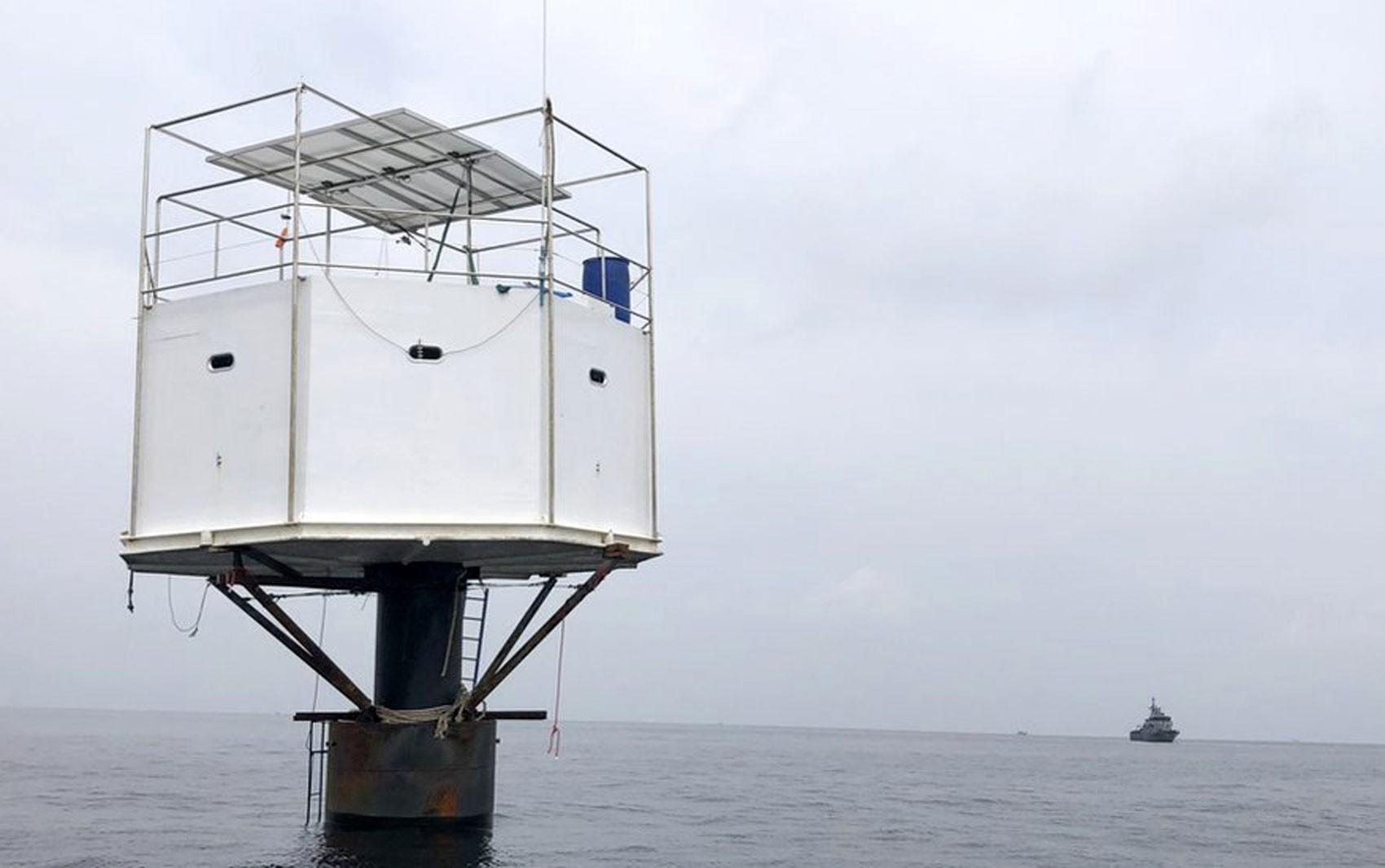 O casal sob risco de pena de morte por construir uma casa no mar