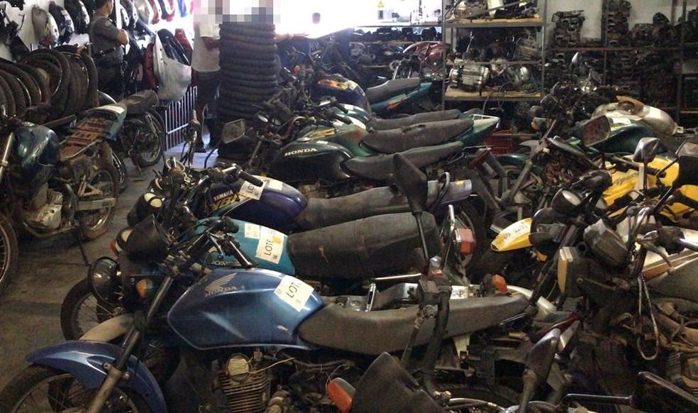 Motos que foram vistoriadas pela polícia durante a operação — Foto: Divulgação/Polícia Militar