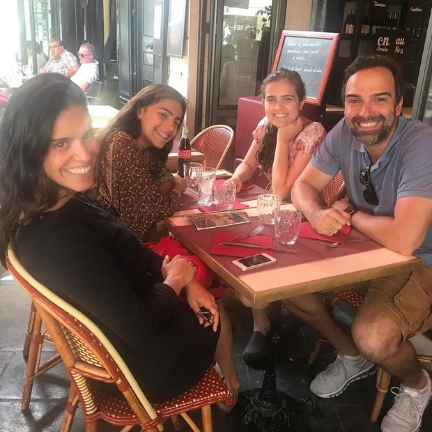 Tadeu Schmidt com a mulher e as filhas (Foto: Reprodução/Instagram)