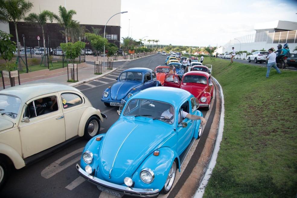 Fusqueata reuniu cerca de 50 veículos antigos — Foto: Fusca Clube/ Divulgação