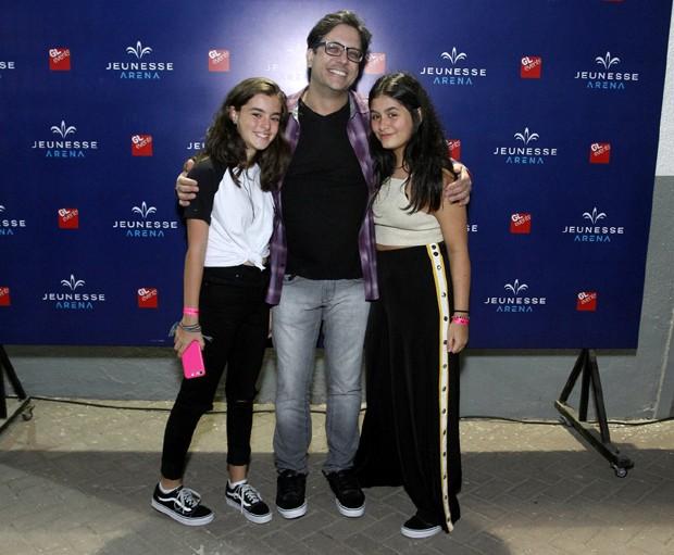 Lucio Mauro Filho entre a filha, Luiza, e a mulher, Cintia (Foto: Thyago Andrade/Brazil News)
