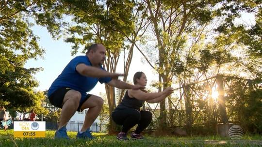 Marido corre atrás do prejuízo após ver mulher emagrecer e ter vida mais saudável