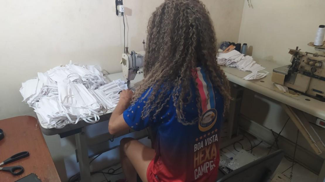 Escolas de samba do ES produzem máscaras e marmitas em ação de combate ao novo coronavírus