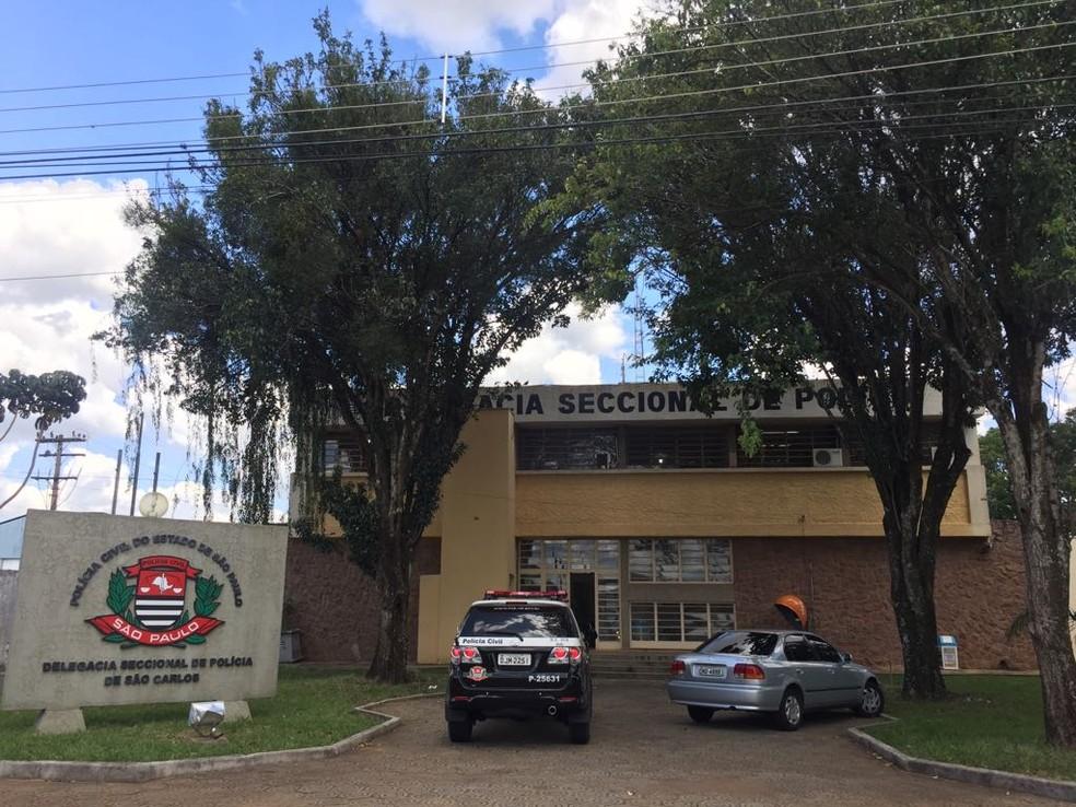 Corregedoria colheu depoimentos na Delegacia Seccional de São Carlos (Foto: Fabiana Assis/G1)
