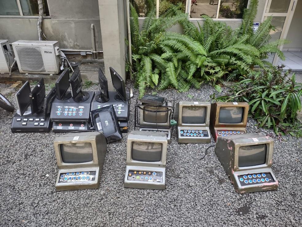 Máquinas caça-níquel apreendidas em casa de jogos de azar foram levadas à Ceplanc, no Recife — Foto: Polícia Militar/Divulgação