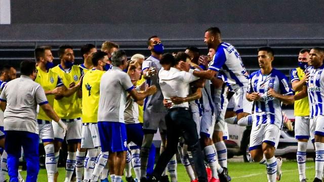 CSA comemora o gol de Bruno Mota na decisão do Alagoano