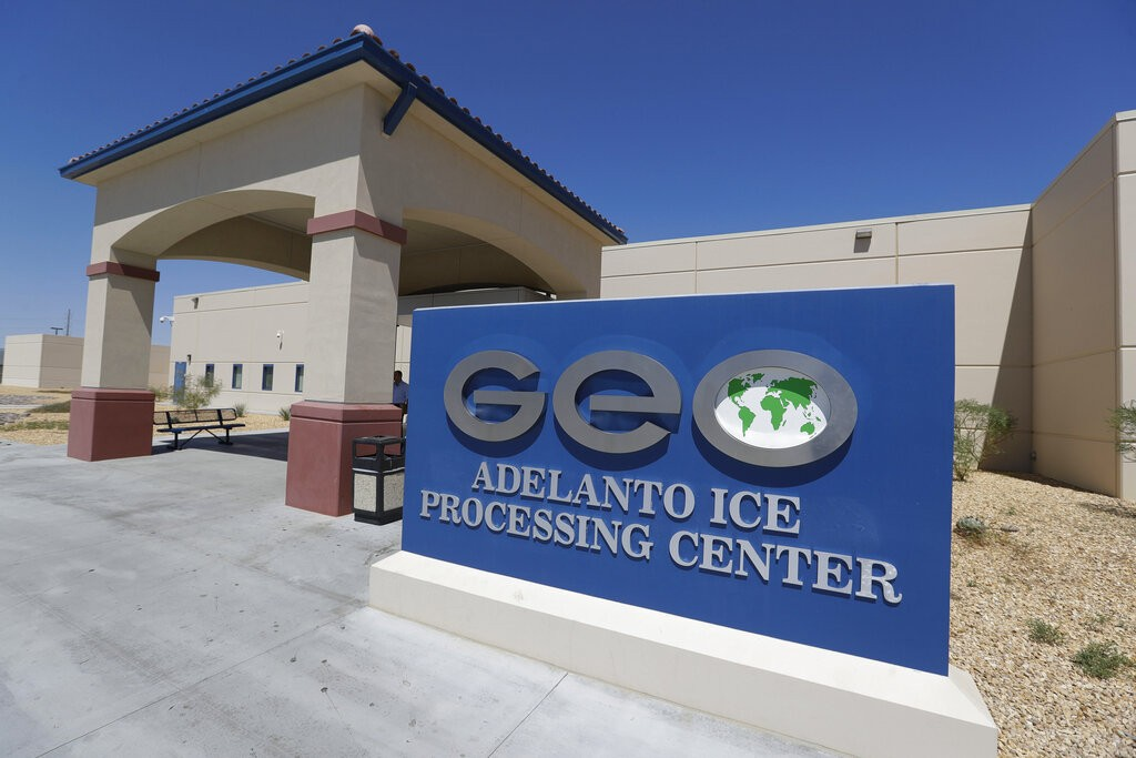 ONGs alertam sobre perigos de desinfetante usado em prisões para imigrantes nos EUA