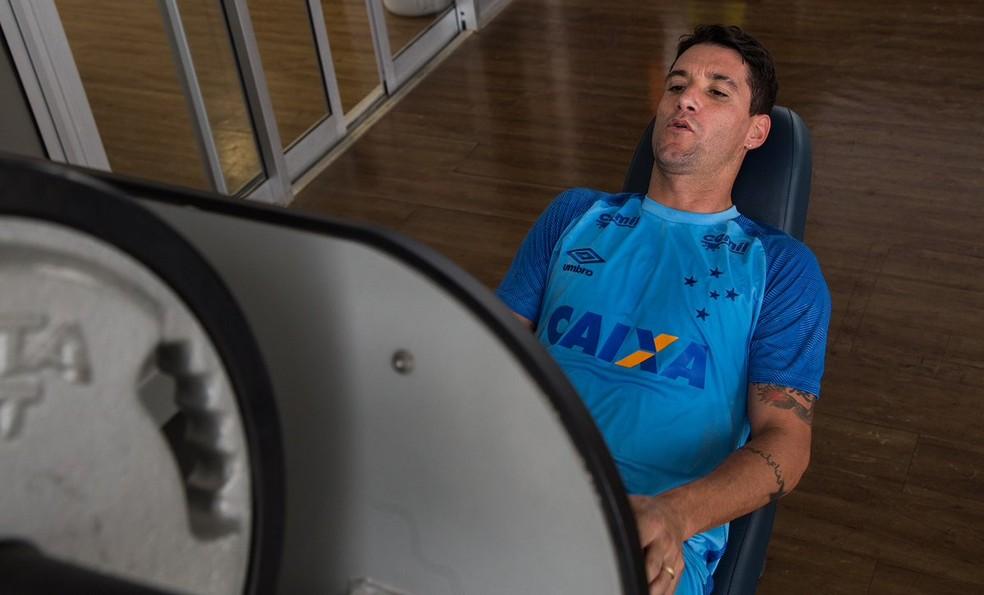 Thiago Neves tem feito trabalhos específicos na Toca da Raposa (Foto: Bruno Haddad)