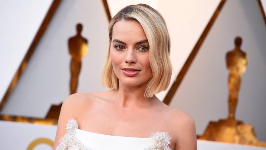 Margot Robbie, indicada na categoria Melhor Atriz, chega ao tapete vermelho do Oscar 2018