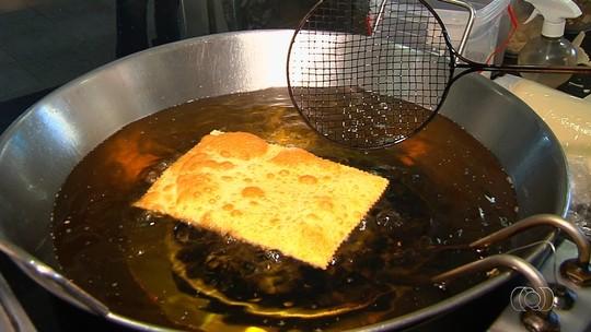 Comerciante de Goiânia ensina a preparar receita de pastel de carne com provolone