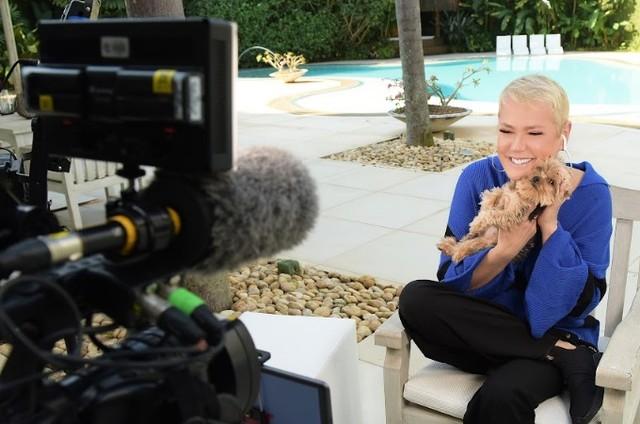 Xuxa grava para o 'Fantástico' (Foto: Divulgação)