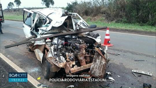 Motorista morre após bater carro atrás de caminhão parado na PR-170, em Guarapuava