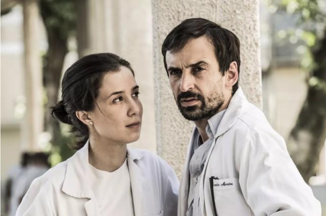 Marjorie Estiano e Júlio Andrade em 'Sob pressão' (Foto: João Miguel Júnior/TV Globo)