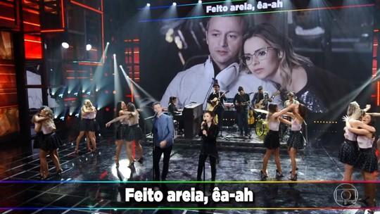 Dani Calabresa entrevista Sandy e tieta a cantora nos bastidores do 'Domingão'