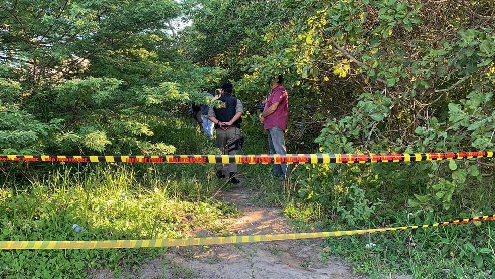 Corpo de Patrícia foi encontrado na tarde desta terça-feira (27) em mata, em João Pessoa — Foto: Walter Paparazzo/G1
