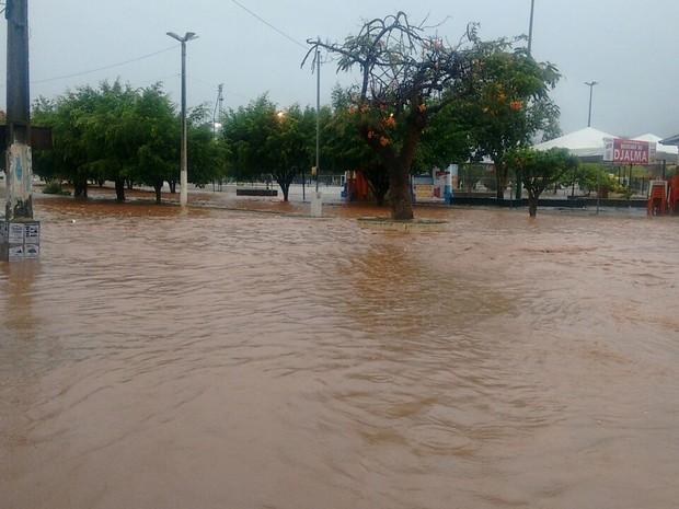 Temporal deixa ruas alagadas em Jequié, região sudoeste da Bahia (Foto: Prefeitura de Jequié/Divulgação)