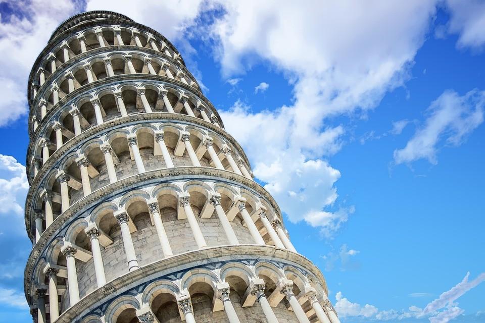 Tem Na Web - Após restauração, Torre de Pisa está se inclinando menos