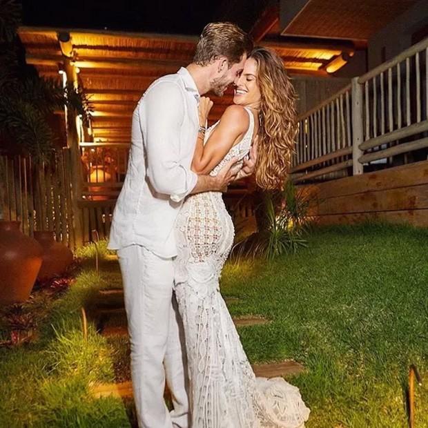Kevin Trapp e Izabel Goulart curtiram a virada de ano em Noronha (Foto: Reprodução/Instagram)