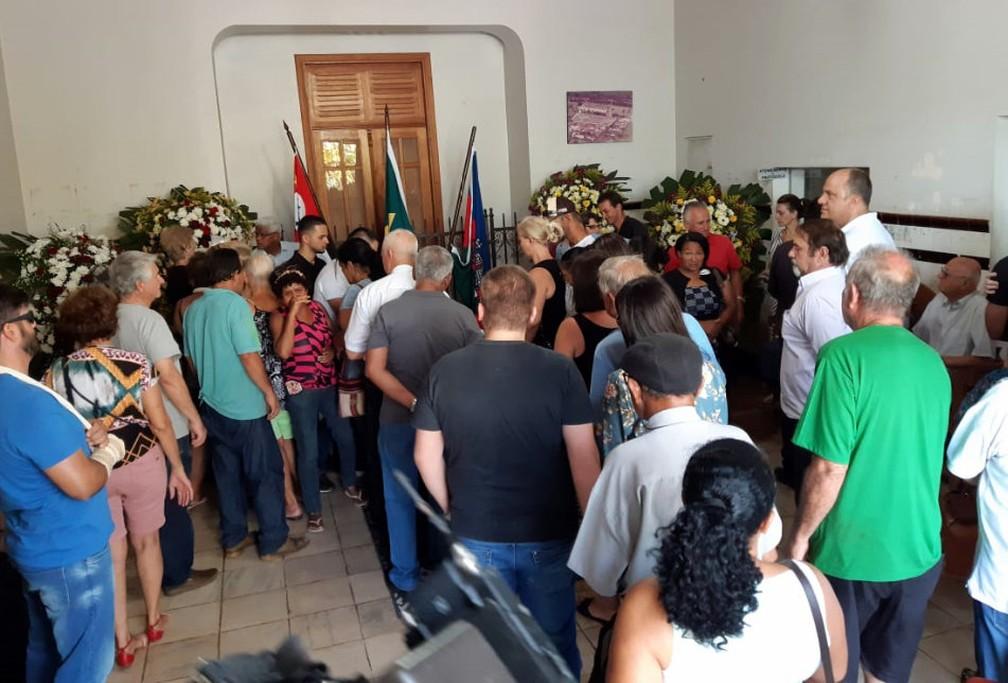 Corpo de prefeito é velado em Ribeirão Bonito — Foto: Gabrielle Chagas/G1