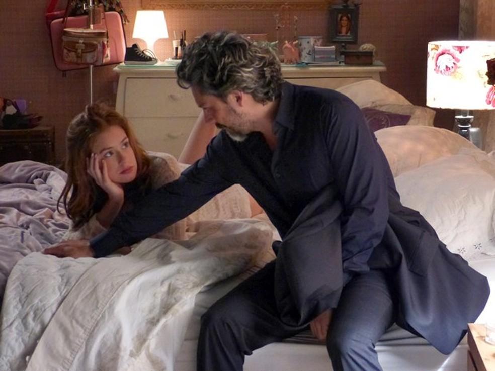 Em 'Império', Maria Isis (Marina Ruy Barbosa) pergunta a José Alfredo (Alexandre Nero) se um dia será sua esposa — Foto: Globo