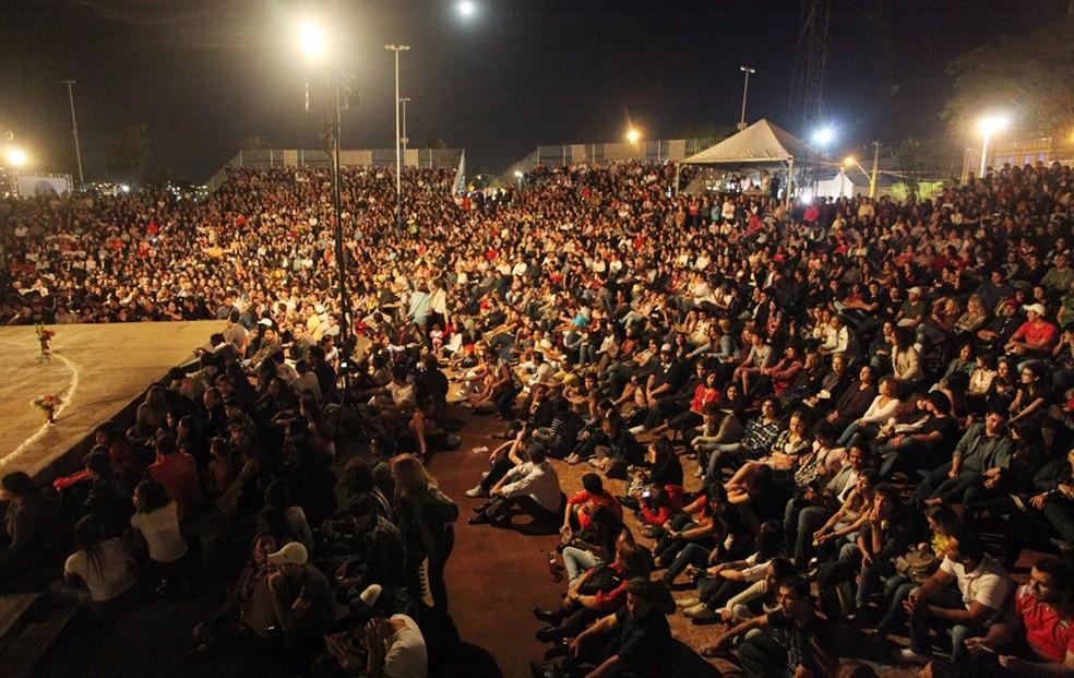 Público acompanha primeiro dia de Festival Internacional de Teatro em uma edição passada (Foto: Divulgação FIT / Pierre Duarte /Arquivo)