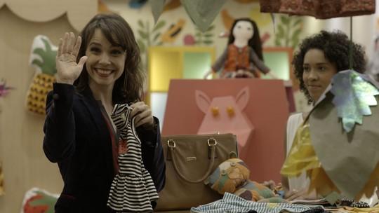 Joyce vê Irene fazendo compras para o bebê