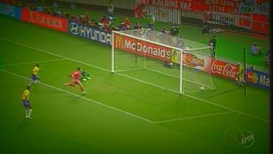 """Luis Fabiano remói derrota na Copa de 2010: """"Segunda maior tristeza da carreira"""""""