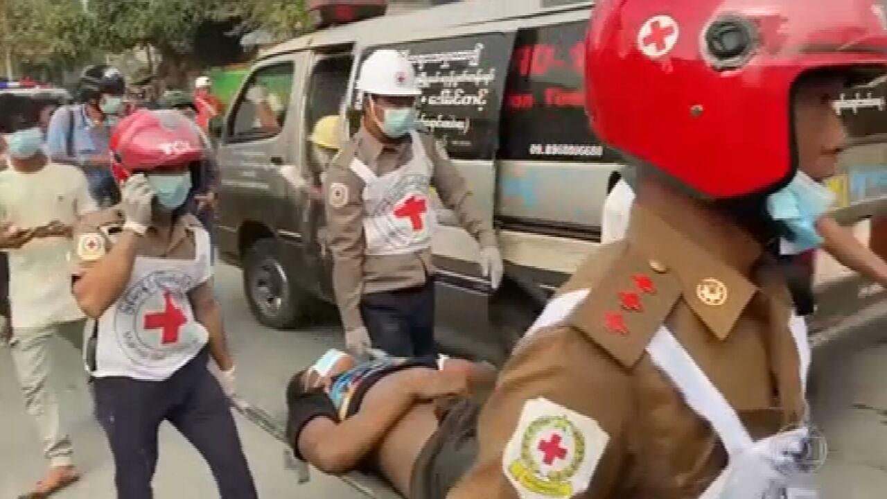 Dia mais violento de protestos contra golpe em Mianmar termina com 2 mortos