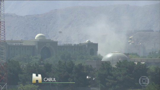 Talibãs atacam entorno do palácio presidencial, no Afeganistão