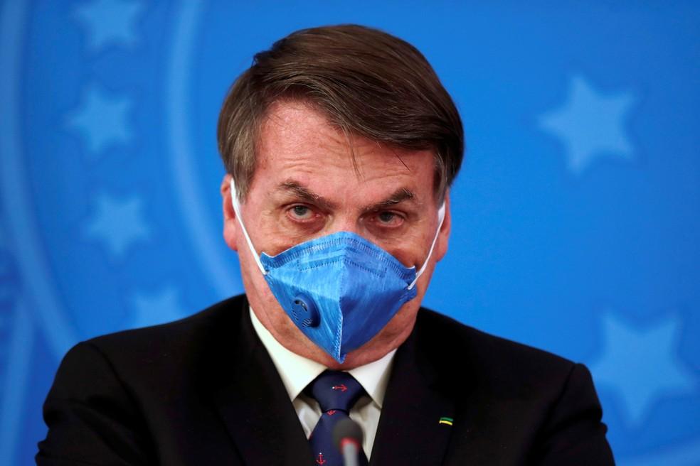 Máscara N95, usada por Bolsonaro, é uma das mais avançadas, mas não protege os olhos — Foto: Ueslei Marcelino/ Reuters