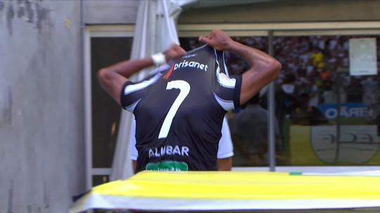 """Mateus Gonçalves é substituído no 1° tempo e vai direto para o vestiário; Adilson Batista ouve gritos de """"burro"""""""
