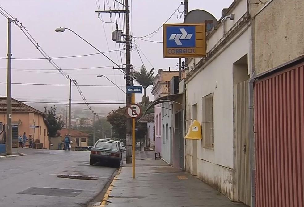 Agência dos Correios fica no centro de Pardinho  — Foto: Reprodução/TV TEM
