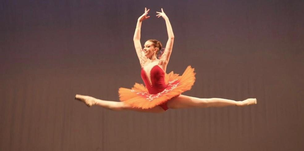 Ana não pretende deixar a paixão pela dança acabar, mesmo enquanto cursa medicina — Foto: Arquivo pessoal