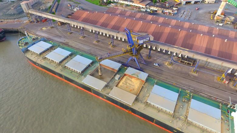 Carregamento de soja no Porto de Itaqui (Foto: Gecom Itaqui/Divulgação)