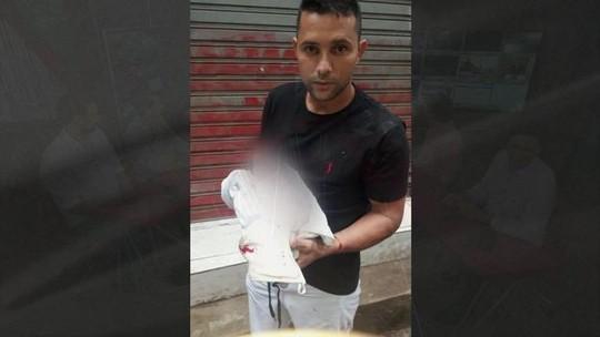 Ambulância demora a chegar e bebê nasce na rua, no Rio de Janeiro